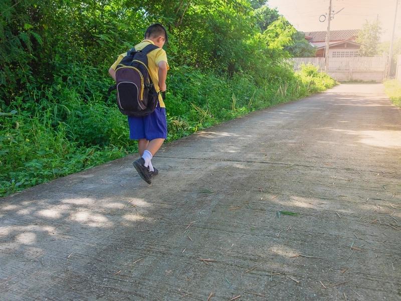 Дитина на вулиці без супроводу дорослих: як уберегти від небезпеки