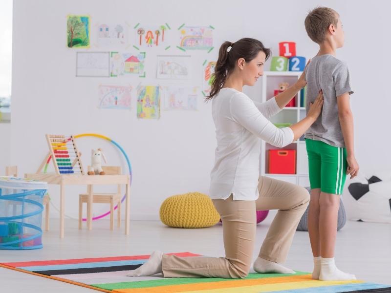Як виробити в дитини правильну поставу