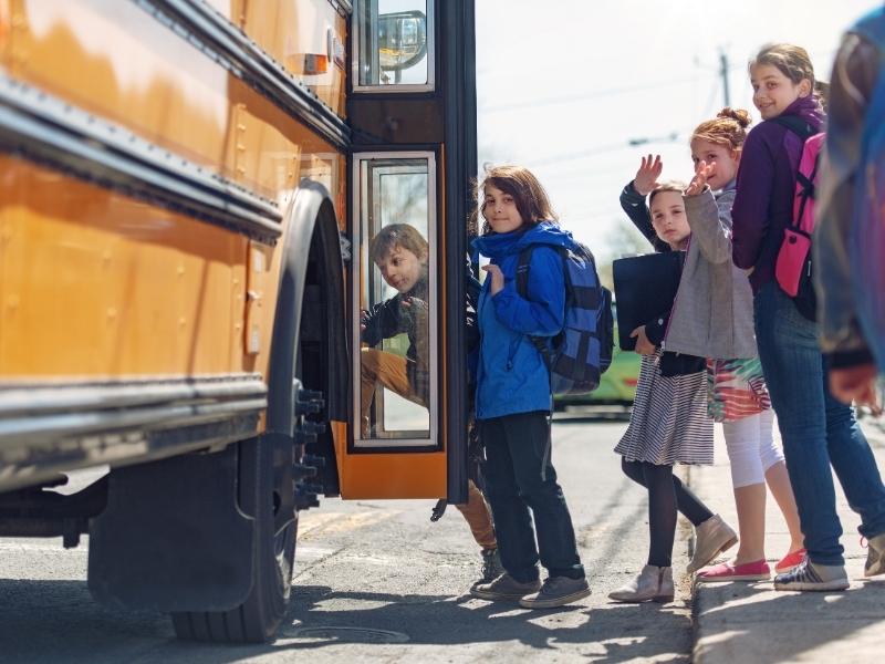 Як навчити дитину правил безпеки та поведінки в транспорті
