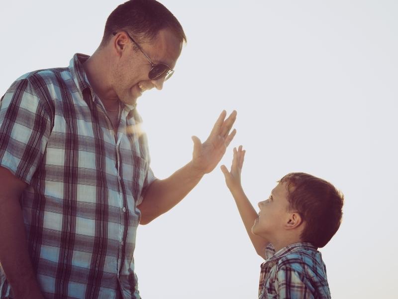 Бути другом власній дитині — що це означає насправді