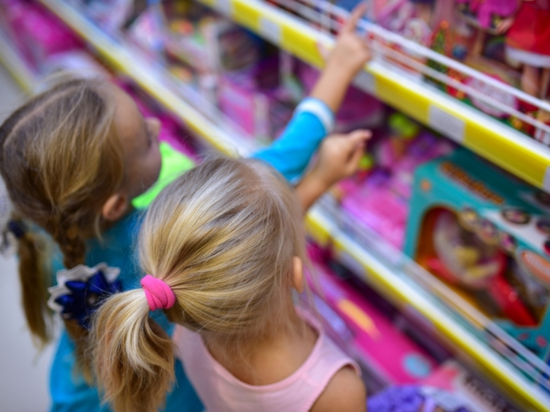 Навчаємо дітей правильного ставлення до реклами